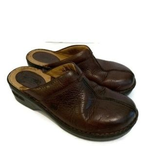 Women's Born Size 9 M/W Brown Leather Clogs Shoes